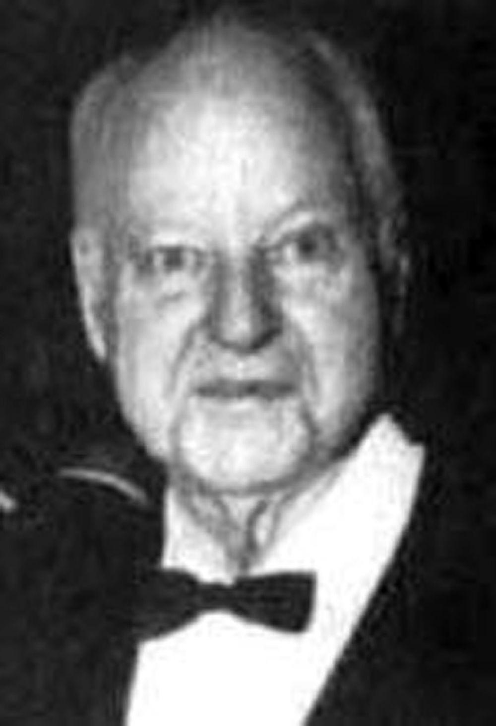 Нефтяной магнат Гарольд Хант, в 1948 году объявленный самым богатым человеком в мире, был до того скуп, что сам себя стриг. Узнавали его по вытертым до дыр костюмам.