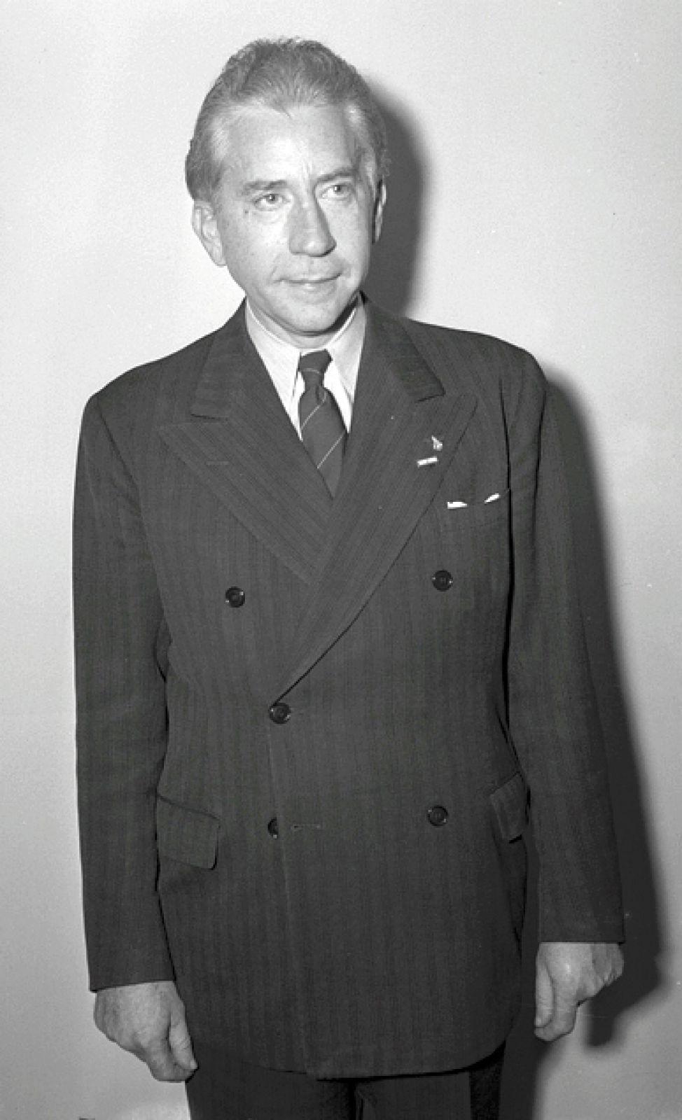 Джон Гетти в 1970-е годы считался самым богатым человеком на планете с состоянием в 4 миллиарда долларов США. Тем не менее, в загородном особняке он установил таксофоны для гостей, чтобы не платить за их разговоры. А в 1973 году отказался выкупить похищенного внука.