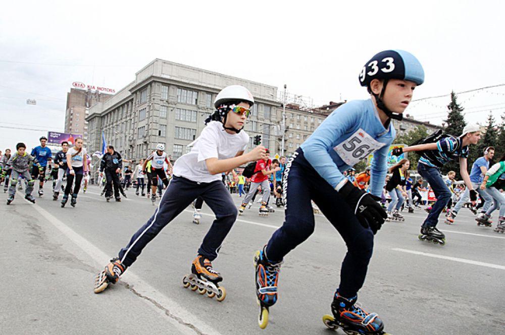 Забег на роликовых коньках - ещё одно любимое горожанами зрелище.