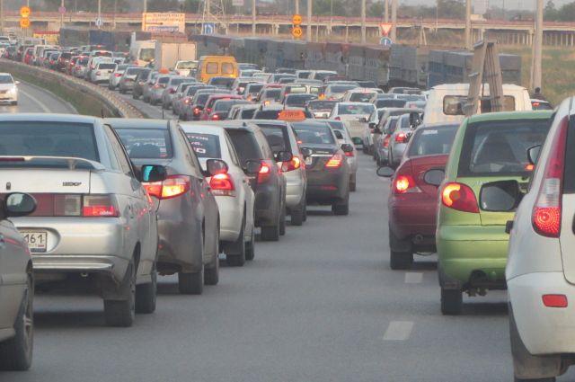 В Новосибирск вернулись девятибалльные пробки