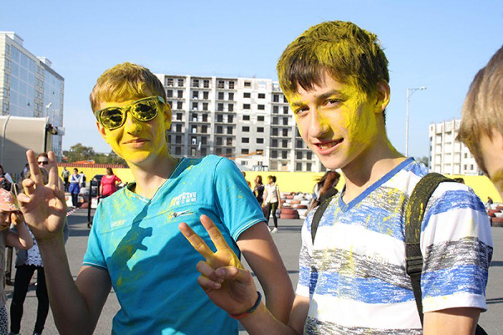 Фестиваль красок в Петропавловске.