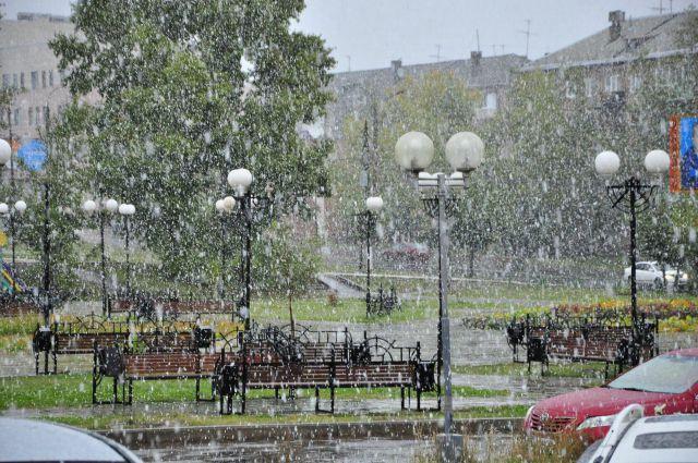 Сентябрьский снег в Братске.
