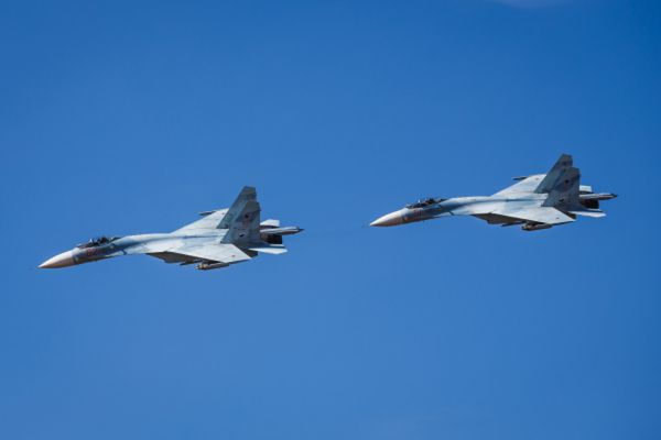 Самолеты Су 27.