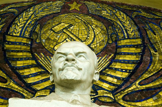 Осквернившим Монумент славы в Новосибирске вынесли приговор