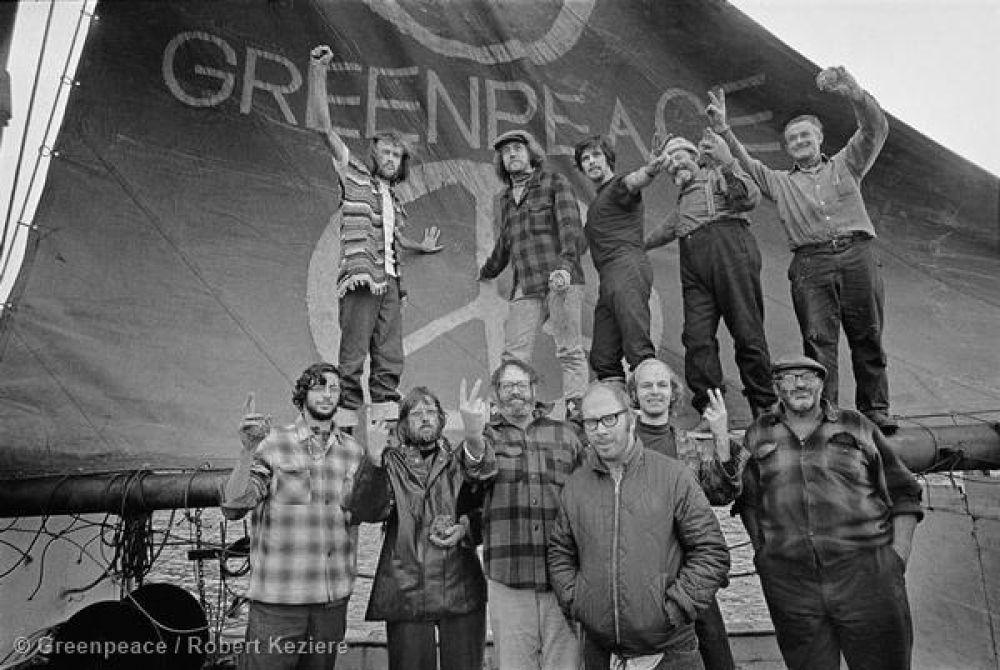 1971 год. Первая экспедиция Гринпис. Небольшая группа активистов отправилась из Ванкувера в плавание к острову Амчитка на Аляске, в районе которого правительство США собиралось проводить ядерные испытания. Эта экологическая группа стала настоящим современным феноменом, именно тогда охрану природы начали серьёзно обсуждать во всём мире.