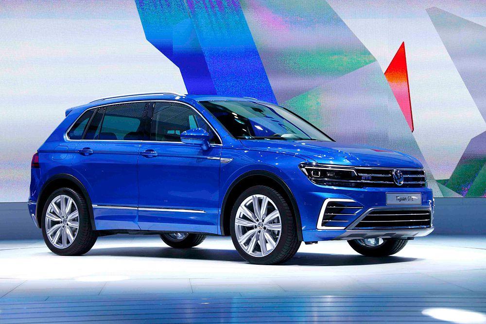 Volkswagen представил во Франкфурте новое поколение кроссовера Tiguan. Причем, сразу в четырех вариантах, включая спортивную комплектацию R-Line и гибридный концепт Tiguan GTE. В моторную гамму Tiguan вошло восемь двигателей мощностью от 115 до 240 лошадиных сил. Гибридная установка версии GTE состоит из 1,4-литрового бензинового турбированного агрегата и электромотора. Суммарная мощность - 218 лошадиных сил.