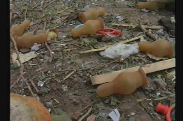 Соски-«пустышки», как символ взорванного детства…