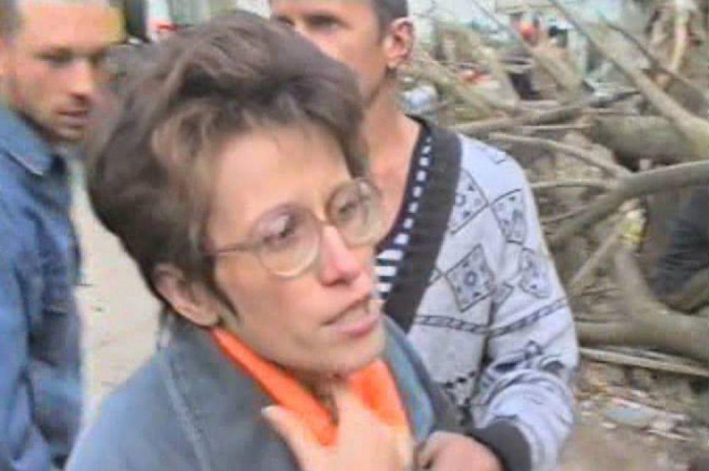 Первые интервью пострадавших. Ольга рассказывает, что на их, пятом, этаже был пожар. они чудом спаслись. Одежду дали чужие люди.