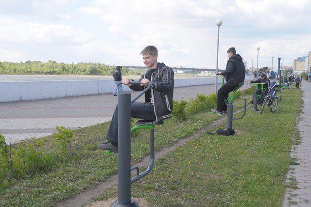 Позаниматься на уличных тренажёрах теперь будет можно не только на набережной Иртыша, но и в парке 300-летия Омска.