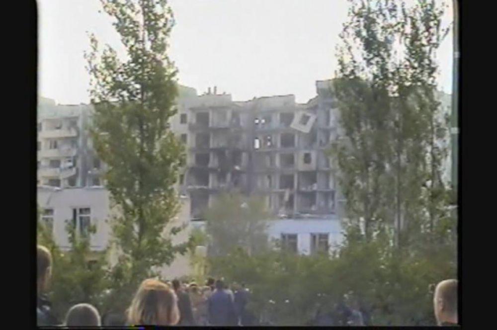 16 сентября 1999 года, в 5 часов 57 минут, в Волгодонске взлетел на воздух автомобиль, начинённый взрывчаткой, по мощности равной примерно двум тоннам тротила.