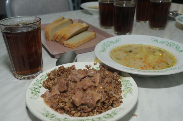 Приготовление школьного обеда в Омской области стоит в среднем 66 рублей 20 копеек.