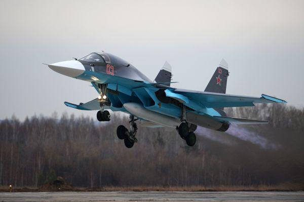 Су-34 - многофункциональный истребитель-бомбардировщик поколения «4+» узнаваем по характерной форме приплюснутого носа. Был официально принят на вооружение в 2014 году. Это основной ударный самолет ВВС РФ. Предназначен для нанесения высокоточных ракетно-бомбовых ударов, в том числе с использованием ядерного оружия, по сухопутным и надводным целям в любое время суток.