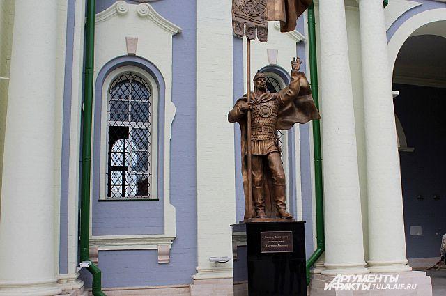 Памятник дмитрию донскому в туле памятники фото гранитные 30 мм