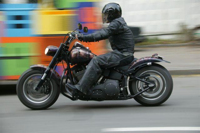Мотоциклист попал в больницу с травмами.