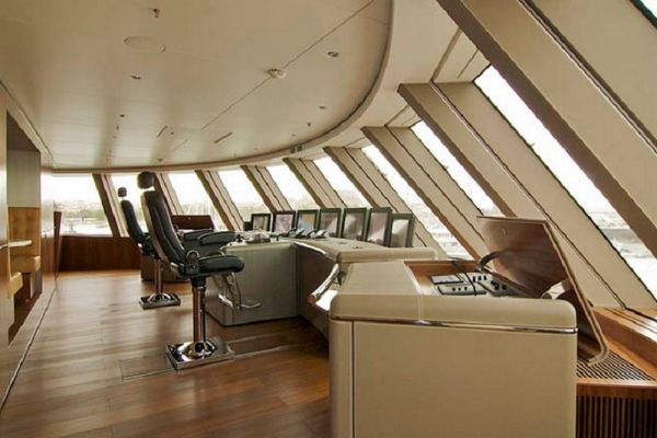 «A» оснащена двумя 20-цилиндровыми дизельными двигателями MAN RK280 мощностью около 12 000 л. с. Запас хода яхты составляет 6500 морских миль, которые она может преодолеть за 16 дней, потратив 750 000 литров топлива. При этом, по словам дизайнера Филиппа Старка, яхта практически не оставляеткильватерного следа. Внутренняя отделка и оборудование яхты соответствует статусу подобных судов и включает множество дизайнерских находок и массу развлекательного оборудования.