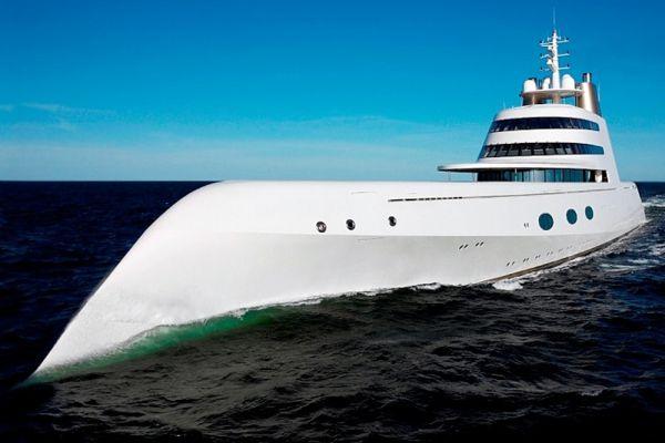 У Мельниченко уже есть мегаяхта под названием «A», но она не парусная, а моторная. К созданию обеих яхт Мельниченко привлек знаменитого дизайнера Филиппа Старка.