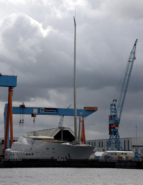 О том, что Андрей Мельниченко заказал строительство самого большого парусного судна в мире стало известно в июле. Яхта построена на верфи судостроительной компании Nobiskrug в Германии.