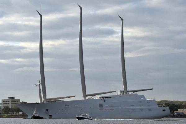 На яхте разместят три мачты из карбона высотой более 100 м. Площадь крупнейшего паруса составит 1767 квадратных метров.