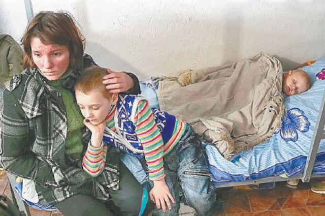 Беженцам из Донбасса «ридна Украина» особо не рада.