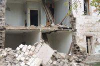 Руины находятся по соседству с домом по Копейскому шоссе, 12.