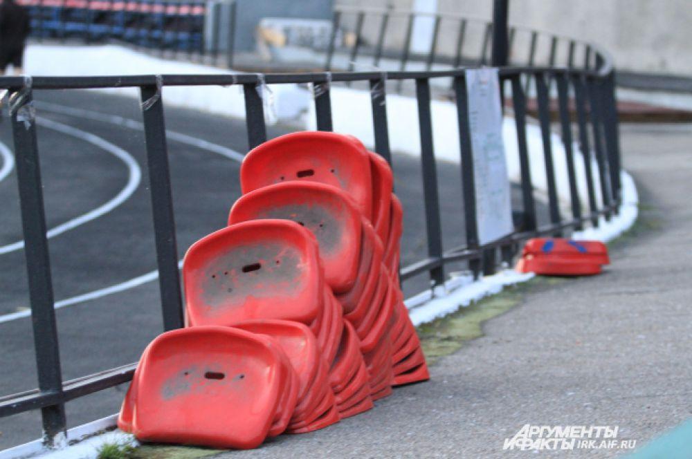 В срочном порядке снимаются сиденья на стадионе«Рекорд», чтобы оборудовать дополнительные места на «Труде».