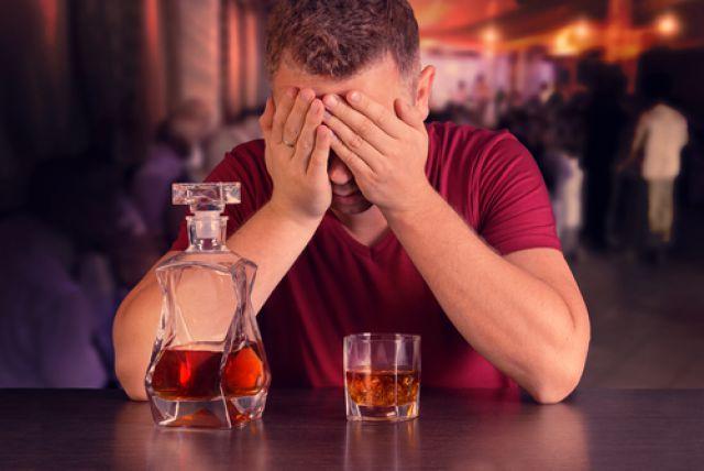 Многие любители прикладываться к бутылке не считают себя зависимыми.