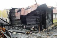 Все, что осталось от сгоревшего дома в Майорке, в котором обнаружили тела восьми человек.