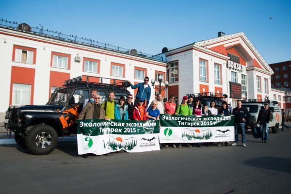 Из Барнаула группа отправилась на внедорожниках.