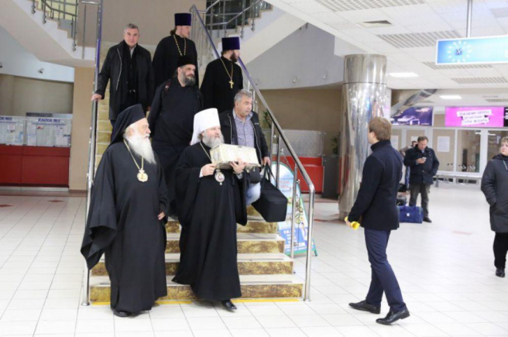 Делегация Элладской православной церкви прибыла в аэропорт Ханты-Мансийска.