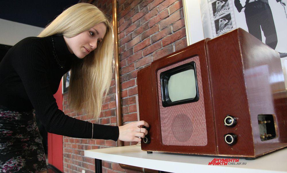 КВН-49,выпускался с начала 1949г. Первый массовый телевизор.