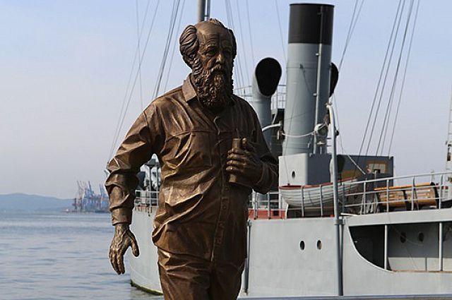 Памятник писателю был установлен во Владивостоке 5 сентября 2015 года.