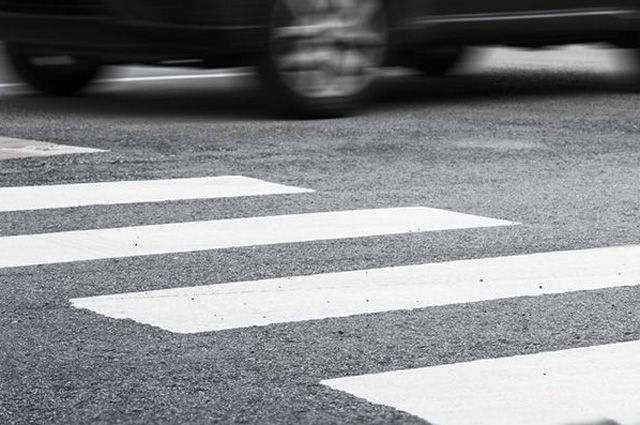 На Львівщині на пішохідному переході збили маму з двома дітьми