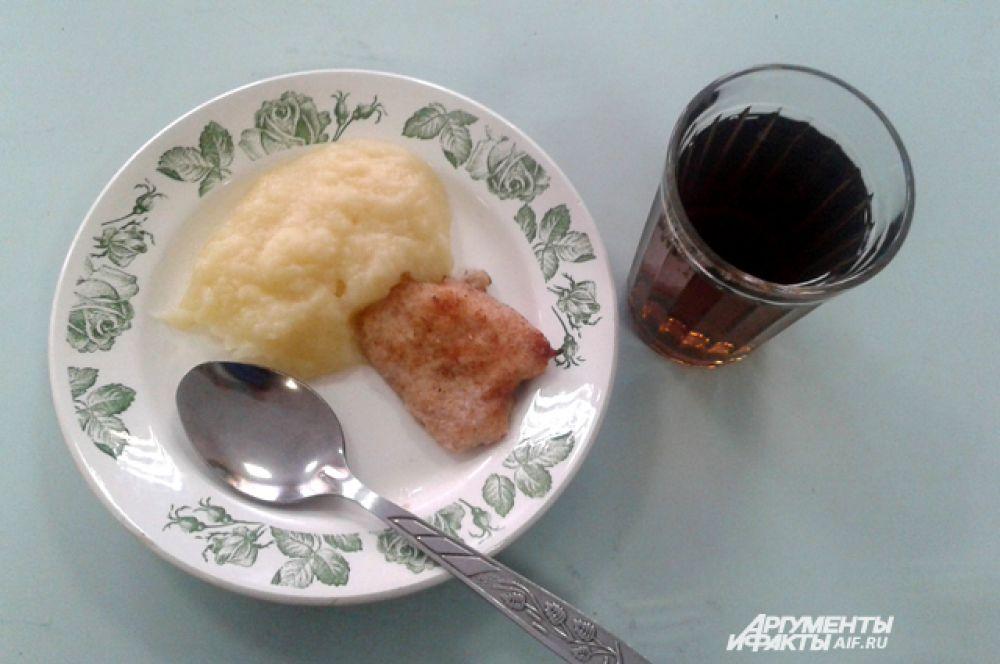 Нижний Новгород. Картофельное пюре, куриная отбивная, чай.