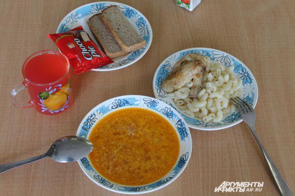 Тамбов. Суп, макароны, куриные окорочка, кисель, хлеб, Choco Pie.