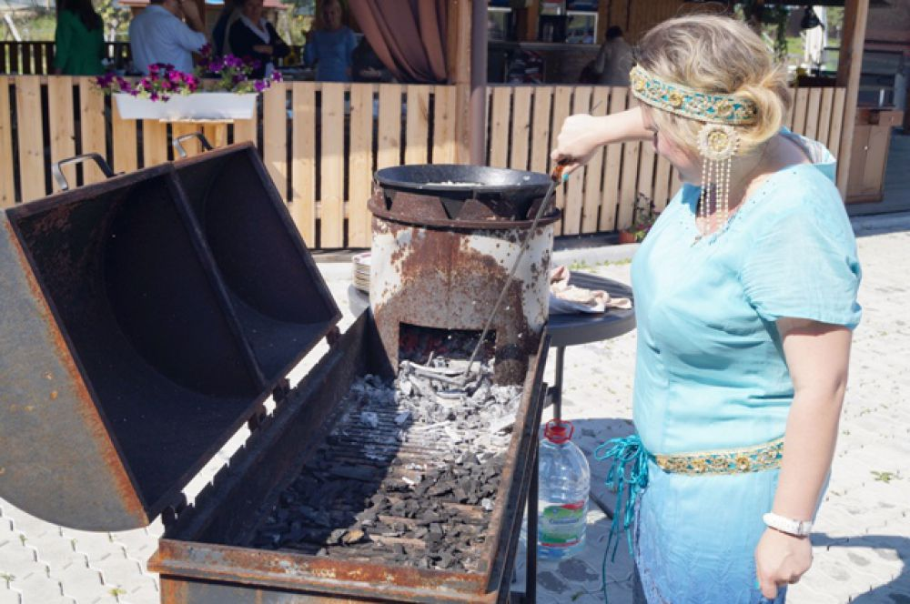 Изыски якутской кухни демонстрировала Анна Золотарева, президент региональной ассоциации шев-поваров и кулинаров