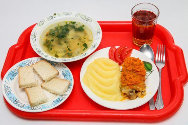 Волгодонск, Ростовская область. Суп, рыба, картофельное поре, помидор, чай, хлеб.