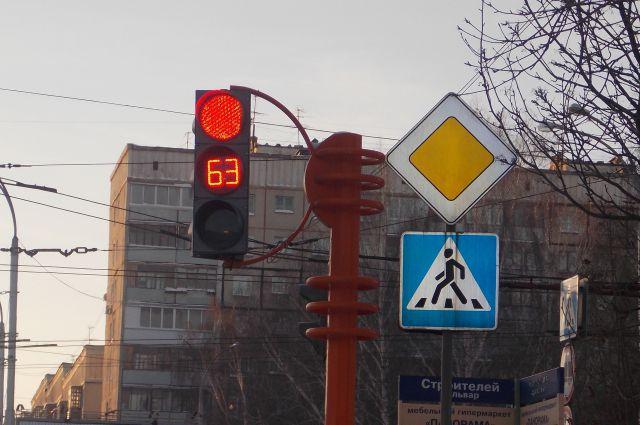 Специалисты ЦОДД регулярно анализируют дорожную ситуацию в городе и принимают решения об изменениях в работе светофоров.