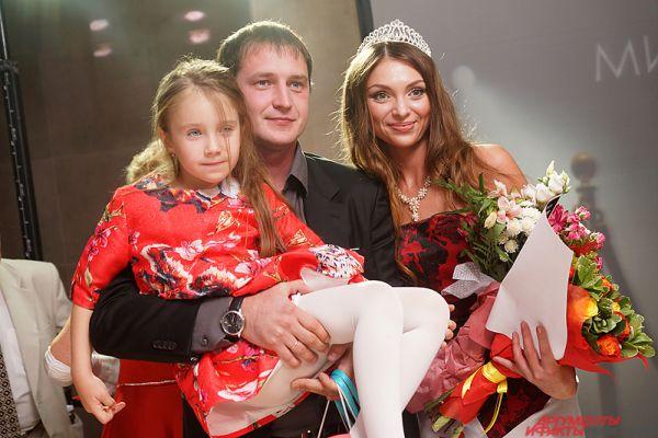 Наталья Ежова вместе с семьей.