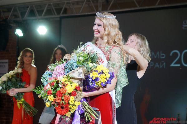 Корону «Миссис Пермский край» надела Елена Колупаева.