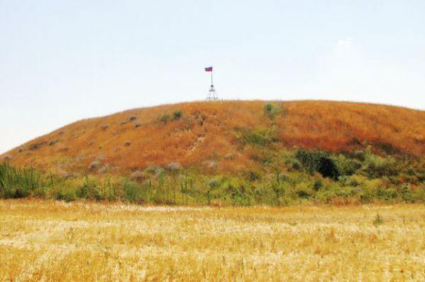 Когда местных краеведов спрашивают, что в окрестностях Волгодонска есть посмотреть и гостям показать, они конечно же называют Синий Курган.