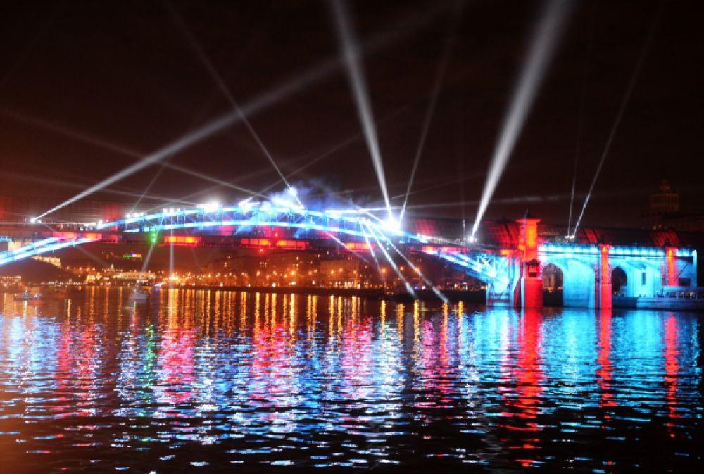 Световое шоу на Андреевском мосту.