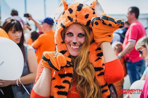 Рыжая тигрица - символ праздника.