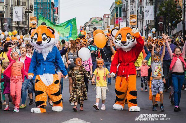 Но чаще в тигров наряжались полностью.