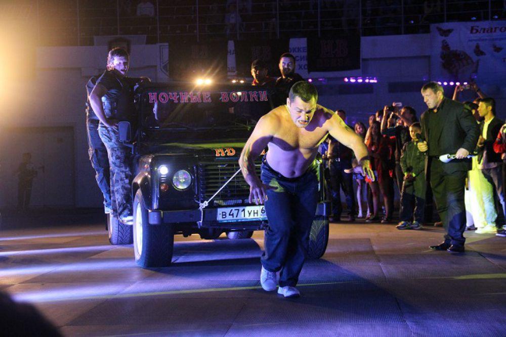 Силовой экстрим на «Битве на Суре»: вес джипа - около трех тонн.