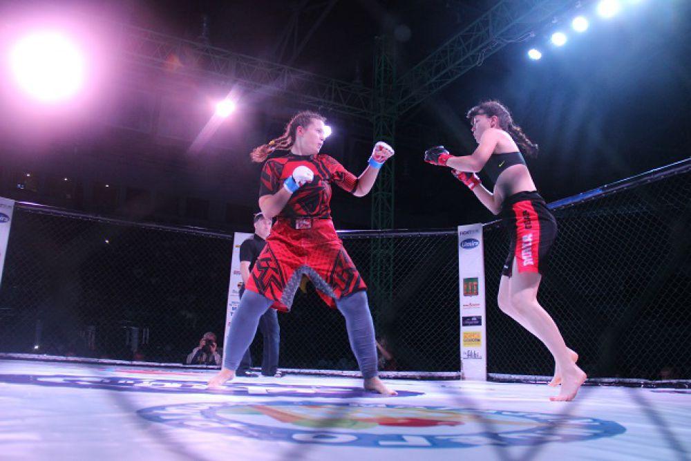 Женский бокс - жестокое зрелище.