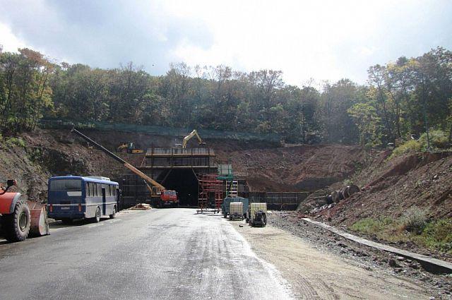 Въезд в Нарвинский тоннель заасфальтирован.