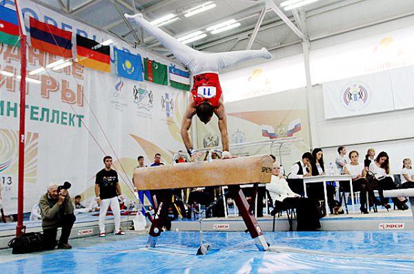 Гимнасты соревновались и в многоборье...