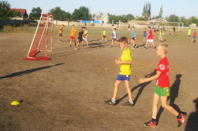 Местная детская футбольная команда - одна из сильнейших в области.