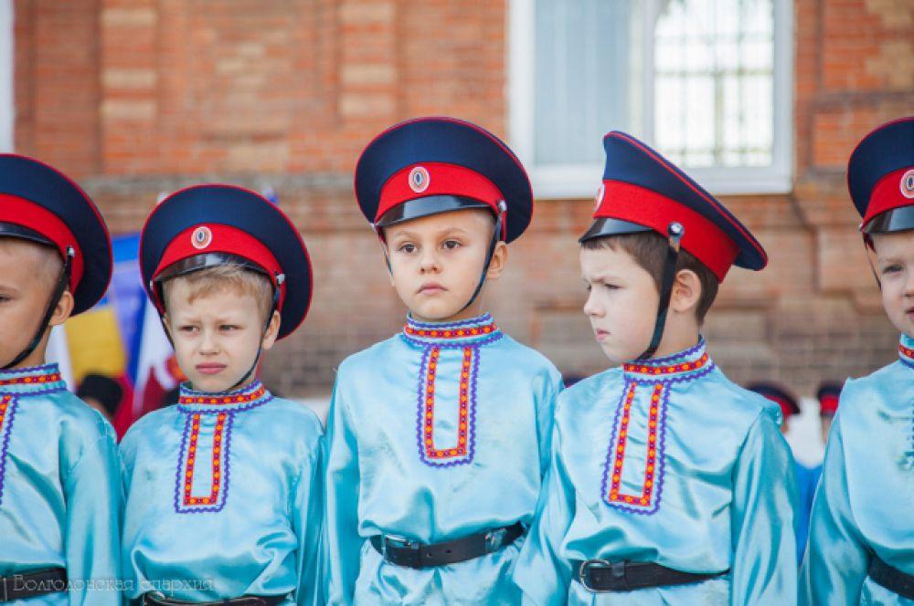 Именно так в кзачьих семьях воспитывают подрастающие поколения в духе традиций казачьего воинства.