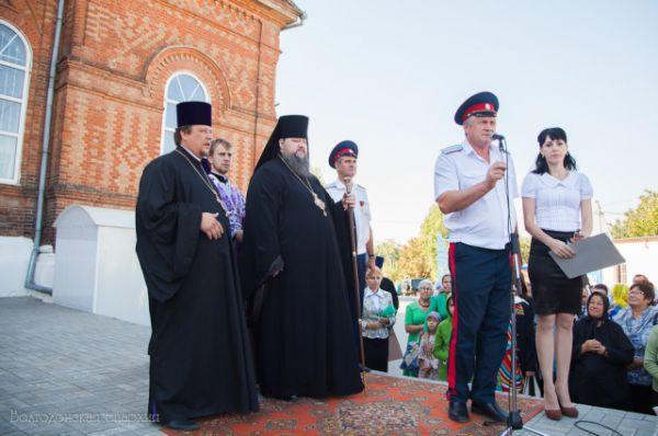 На торжество собрались казачьи атаманы, представители администрации Константиновского района.